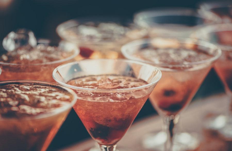 Ein guter Kaffee Cocktail bringt den Kick in deine Cocktailparty - ob mit Cold Drip Coffee oder Espresso